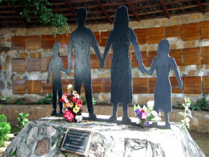 Memorial at El Mozote / EFROJAS, 2003
