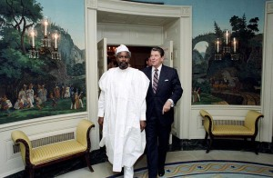Hissène Habré with President Ronald Reagan, who considered Habré an ally against Qadaffi, 1987.